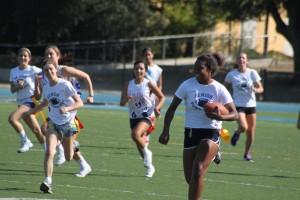 Seniors dominate sophomores in Powder Puff game