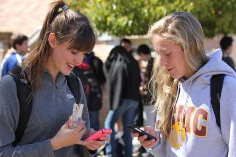 iPhone craze strikes Carlmont