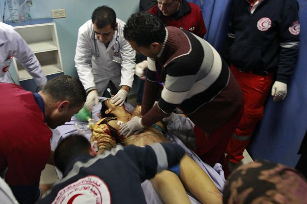Doctors+attempting+to+save+the+17+year+old+Palestinian+boys+life