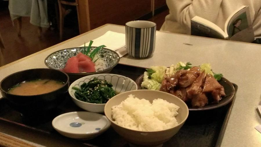 Tender+chicken+doused+with+teriyaki+sauce+with+rice+accompanying+it.