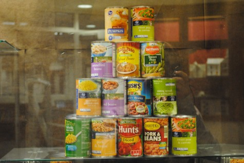 Food drive elicits the holiday spirit