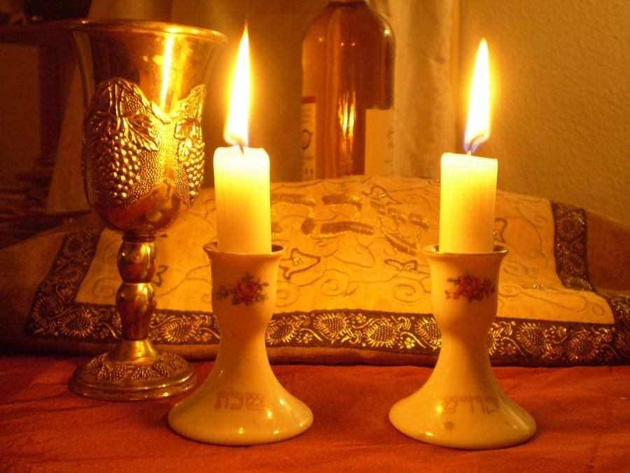 Candles+and+traditional+bread%2C+Challah%2C+are+staples+on+Shabbat%2C+a+holiday+that+the+Jewish+club+will+educate+about.