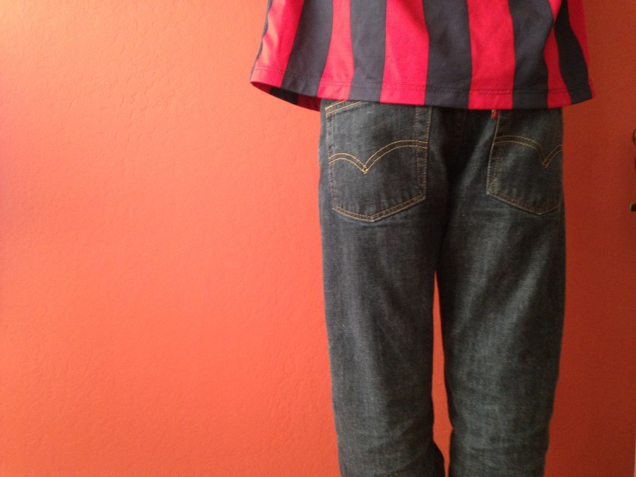 Male+wearing+baggy+jeans.
