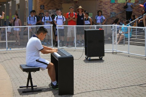 Sophomore Chris Tang performed and showed off his impressive piano skills with a complex piece.