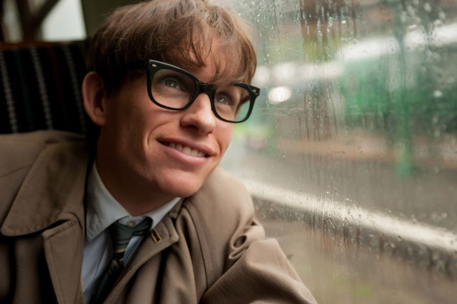 Eddie+Redmayne+brings+a+brilliant+performance+to+the+silver+screen+in+%22The+Theory+of+Everything.%22