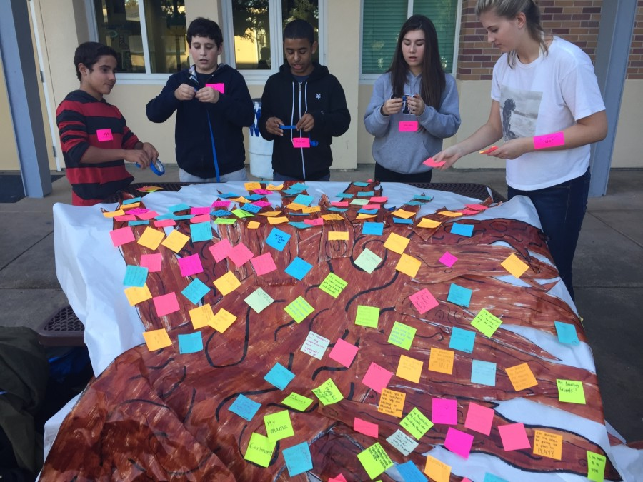 Students+help+create+the+tree+of+appreciation