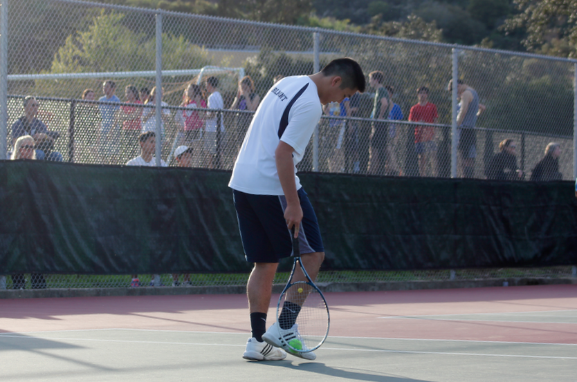 Hutchaleelaha+uses+his+racket+and+the+side+of+his+foot+to+easily+pick+up+the+ball+without+having+to+bend+down.