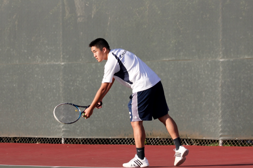 Hutchaleelaha+looks+at+his+opponent+to+determine+where+he+wants+to+place+the+serve.