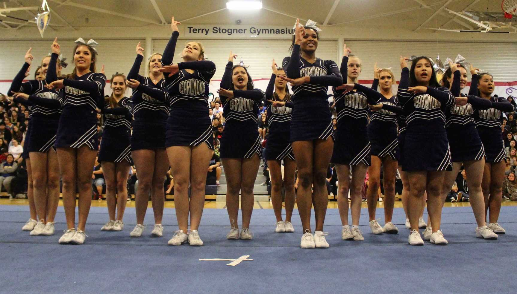 Cheer+performs+their+routine+with+their+new++and+existing+members.