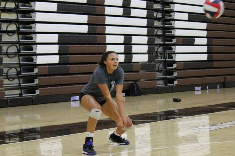 Varsity volleyball sets up a hopeful new season