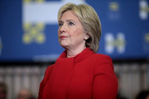 Clinton campaign sails through rough waters before election