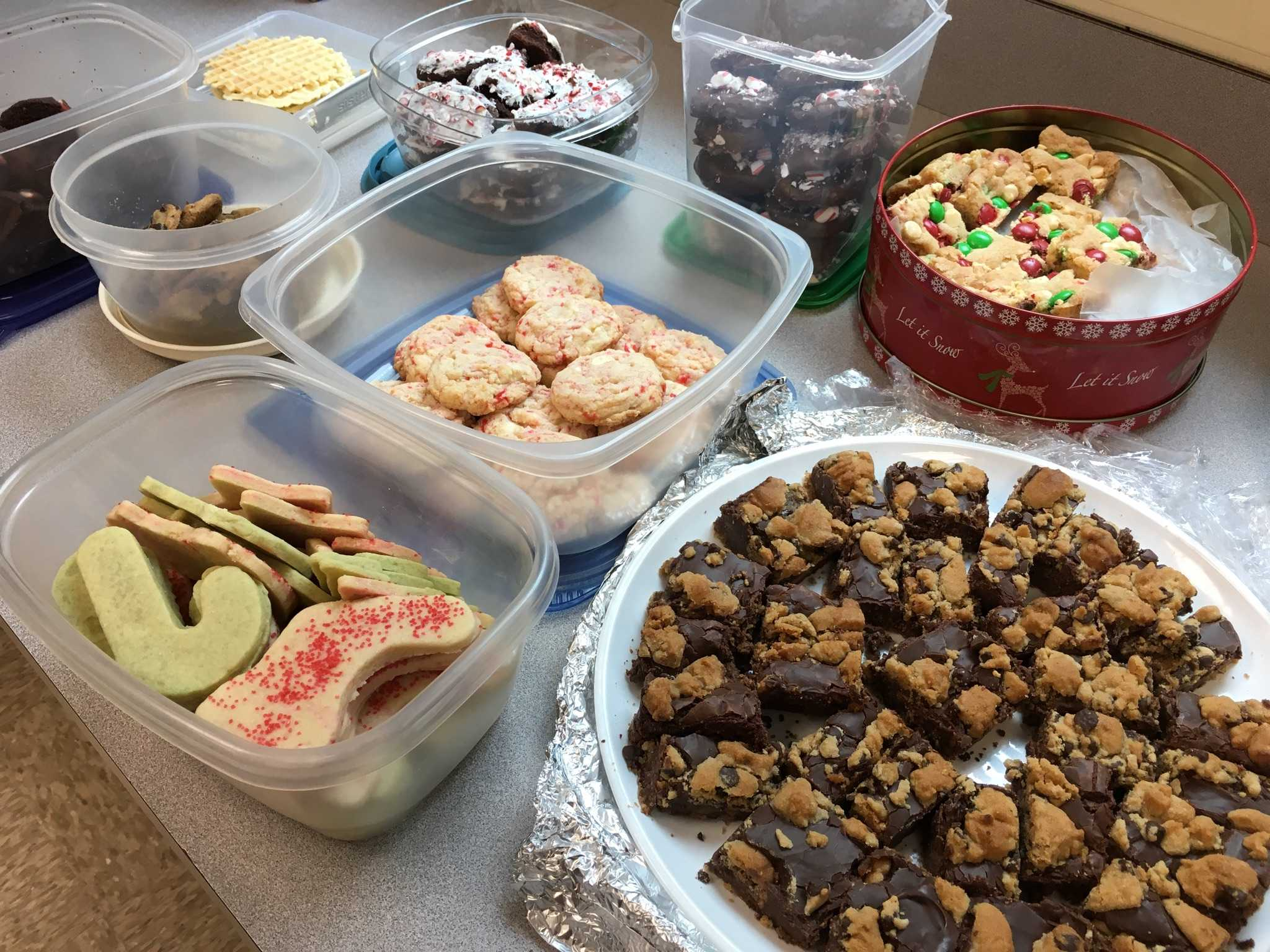 Students bring in holiday-themed sweets to celebrate the last meeting of the year in 2016.