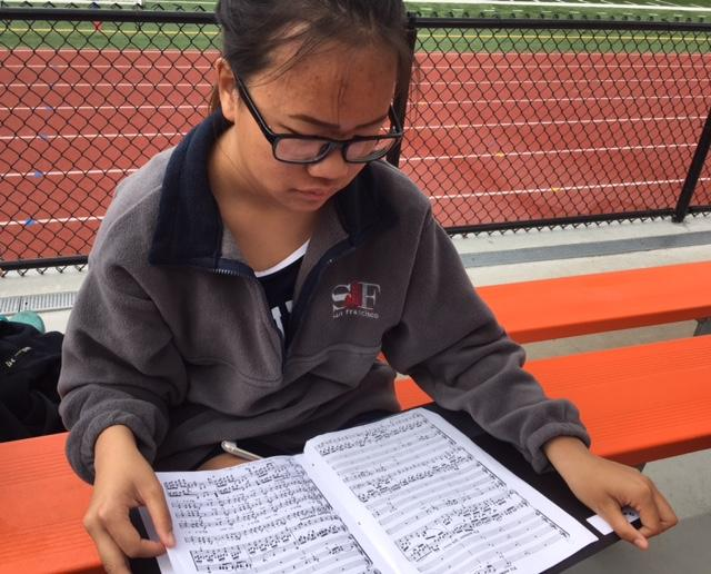 Jessica+Lui%2C+a+sophomore+in+Concert+Choir%2C+reviews+her+music+for+Wolfgang+Mozart%27s+%22Coronation+Mass%22+before+the+trip+to+New+York.