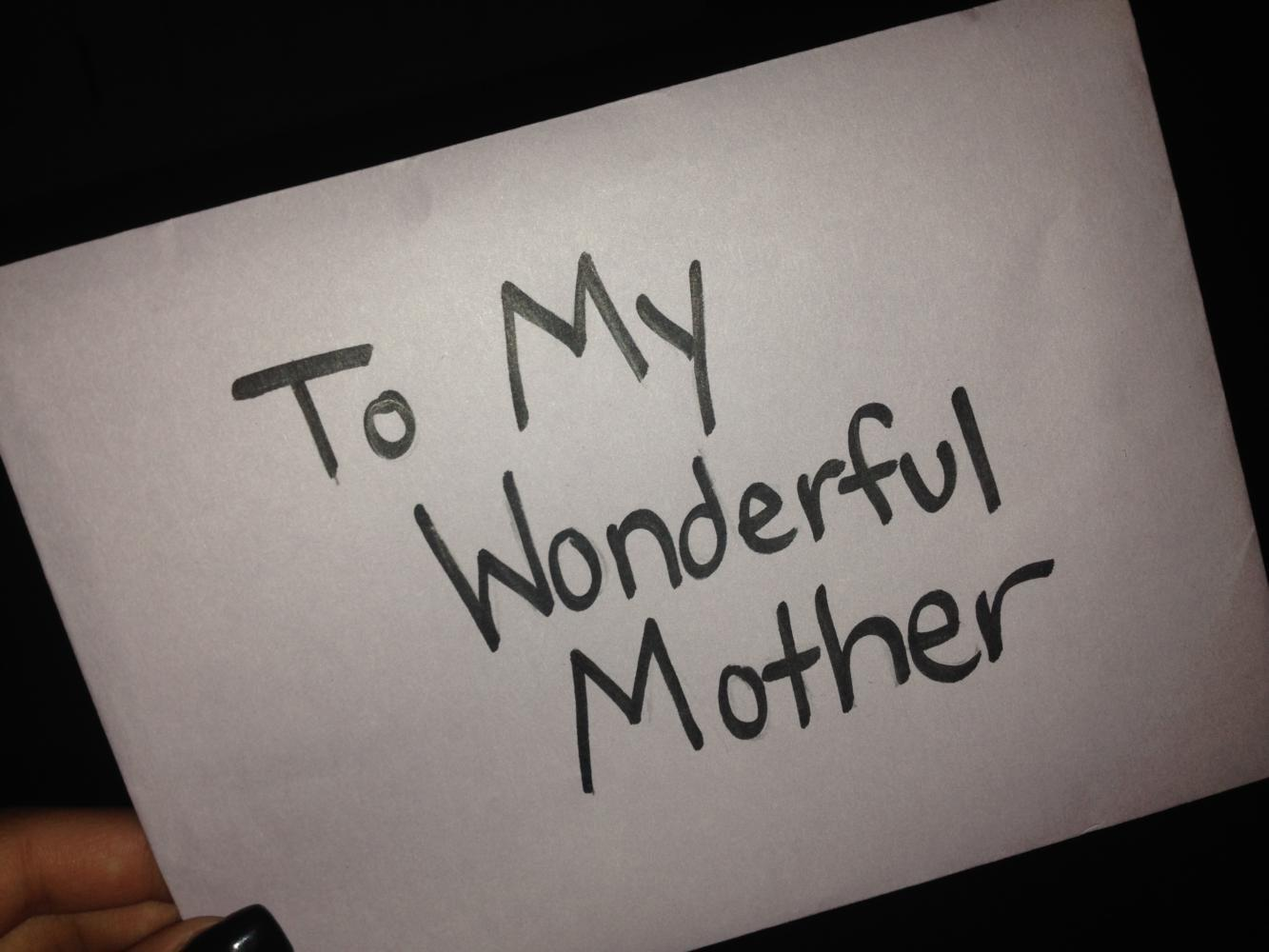Children+often+show+their+appreciation+for+their+mothers+by+getting+them+a+gift+or+making+homemade+cards.