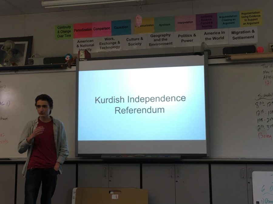 Sam+Hosmer%2C+a+junior%2C+lectures+on+the+issue+of+the+Kurdish+Independence+Referendum.+