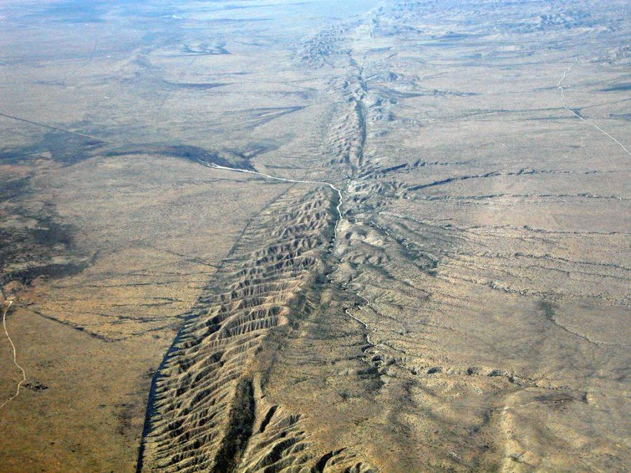 The+San+Andreas+fault+is+where+many+minor+earthquakes+happen+and+where+a+major+earthquake+could+occur+in+the+future.+