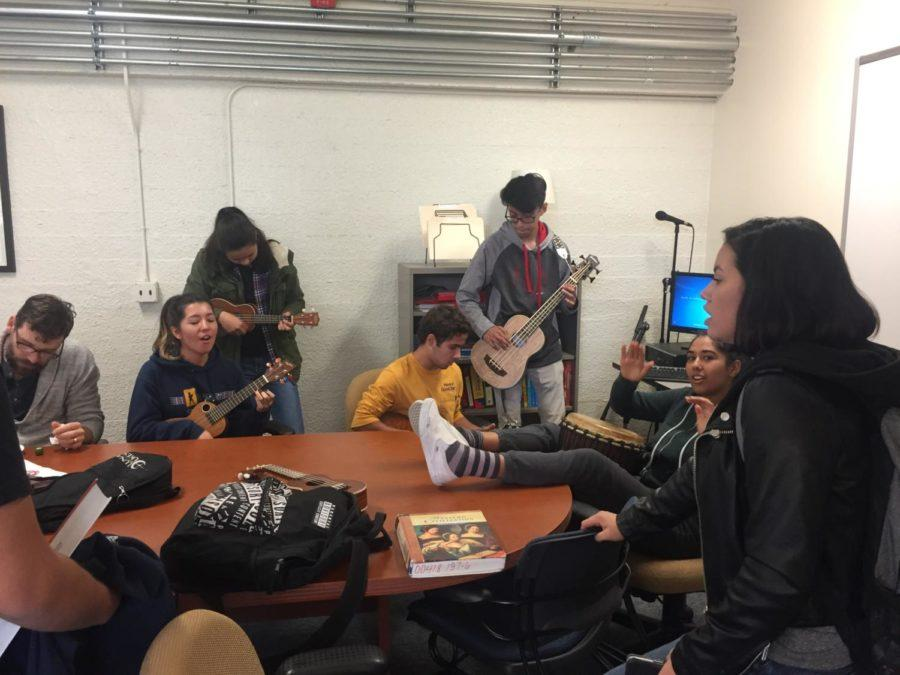 Members+of+the+Ukulele+Club+perform+an+impromptu+rendition+of+%22Riptide%22+at+their+lunch+meeting.+
