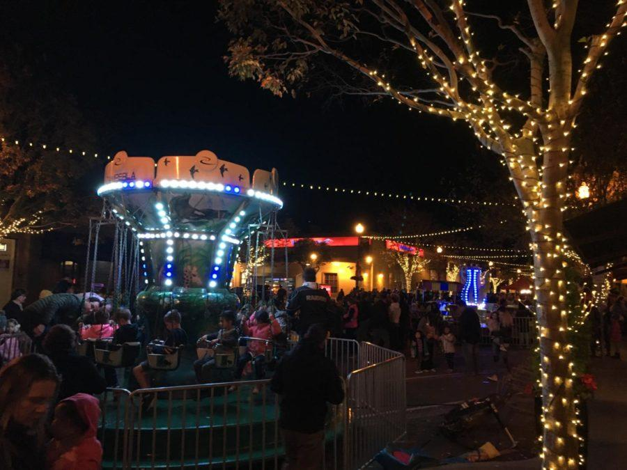 Crowds+enjoy+the+festivities+at+the+San+Carlos+Night+of+Holiday+Lights.