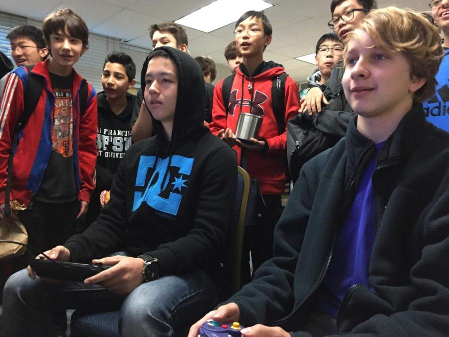Students+watch+as+two+competitors+face+off+in+a+Super+Smash+Bros.+battle.+