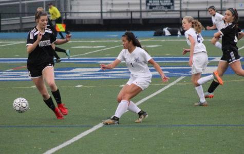 Girls' varsity soccer ties Woodside