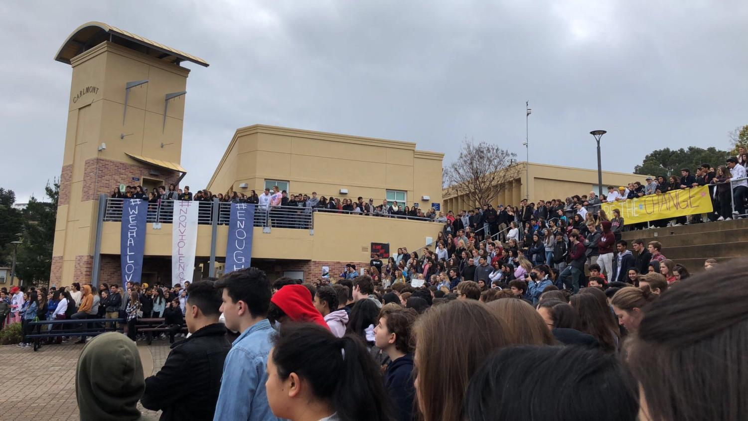 Carlmont students gather in the quad on March 14 to show their support for the Parkland shooting victims.