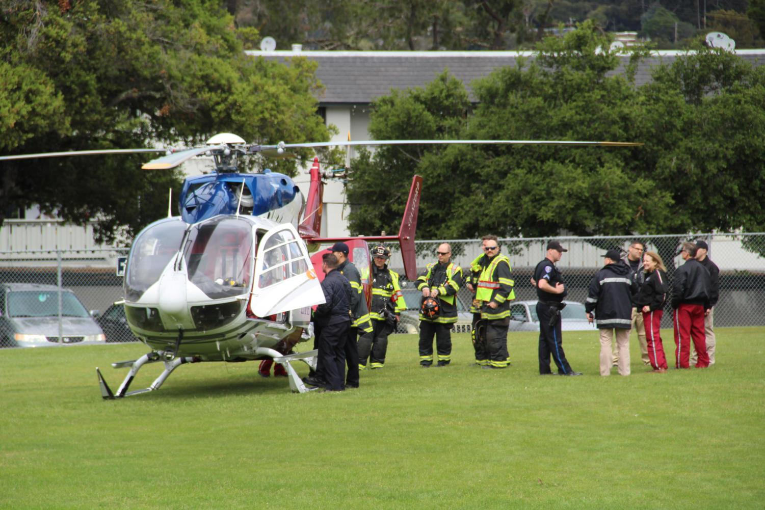 A+helicopter+is+brought+in+by+local+authorities%2C+landing+on+the+softball+field.