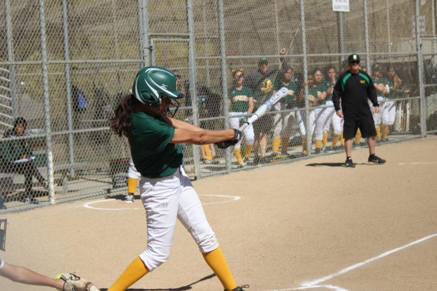 Capuchino+player+swings+her+bat.