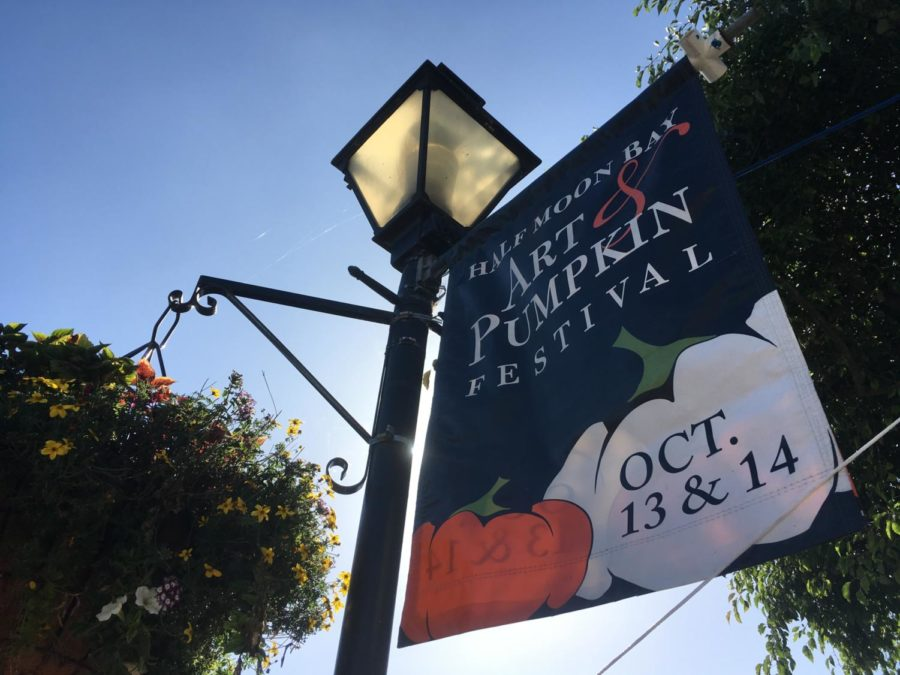 A+Half+Moon+Bay+Art+%26+Pumpkin+Festival+banner+advertises+the+celebration.