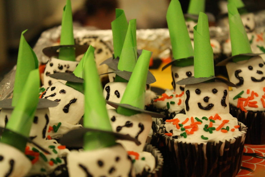 Students+brought+in+different+Halloween+themed+treats+to+the+potluck+including+handmade+marshmallow+cupcakes.