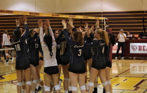 Girls varsity volleyball falls to Menlo-Atherton
