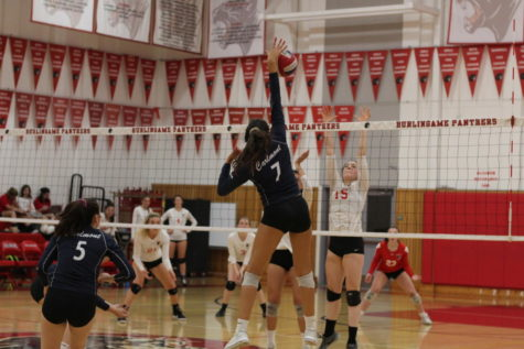 Girls varsity volleyball narrowly defeats Burlingame