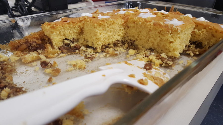 Pineapple+upside+down+cake+made+by+Allison+Raisner%2C+a+freshmen+who+frequently+bakes+for+the+club.+