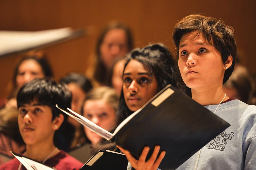 Amelia+Espinosa%2C+a+senior%2C+practices+with+the+women%27s+choir.