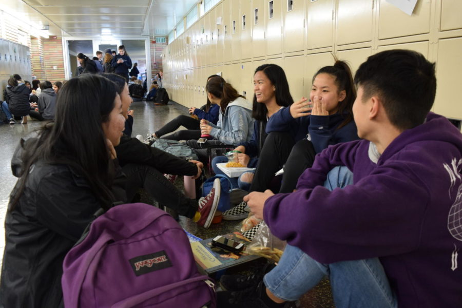 Jayden+Cheng%2C+Keilani+Isono%2C+Alyssa+Huang%2C+Olivia+Troy%2C+and+Kelley+Chan%2C+sophomores%2C+eat+lunch+together+in+C-Hall.++%0A