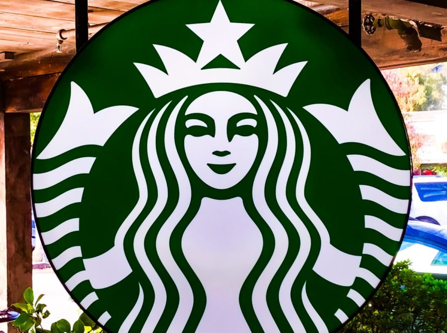 Alison+Teteak%2C+supervisor+of+the+Starbucks+in+Carlmont+Shopping+Center%2C+says++that+there+is+a+chance+Starbucks+might+become+cashless+in+the+future.+