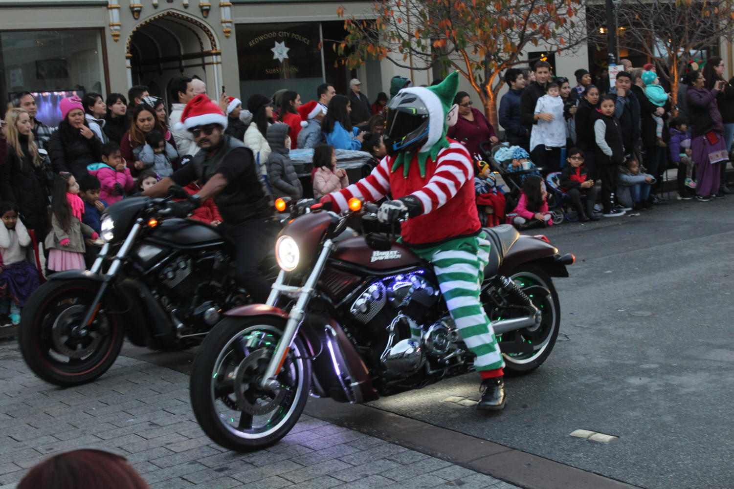 Police+officers+with+holiday+clothing+drove+through+on+motorcycles+at+the+beginning+of+the+parade.