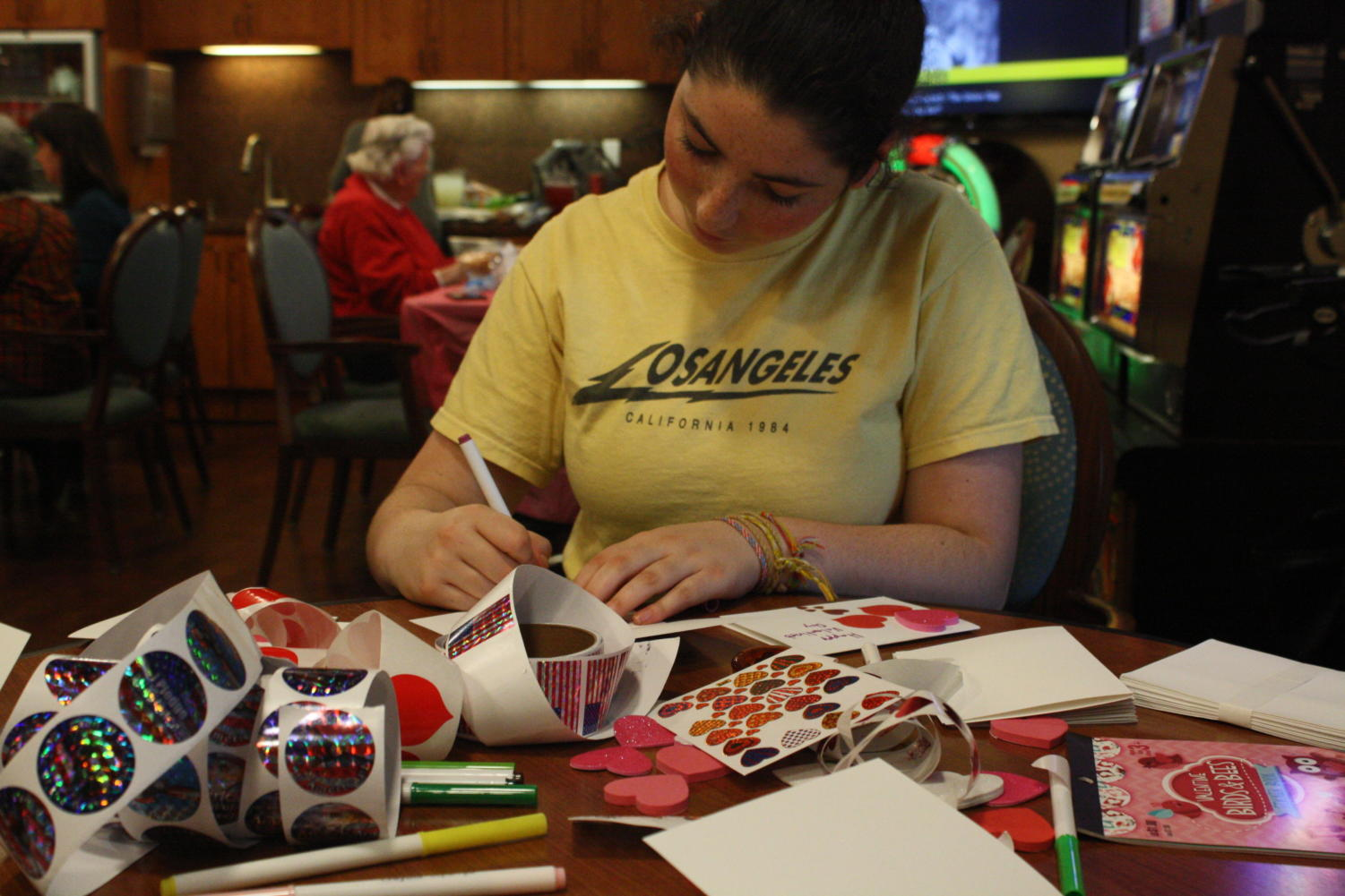 Helena+Cohen%2C+an+eighth+grader%2C+makes+cards+for+the+veterans.+