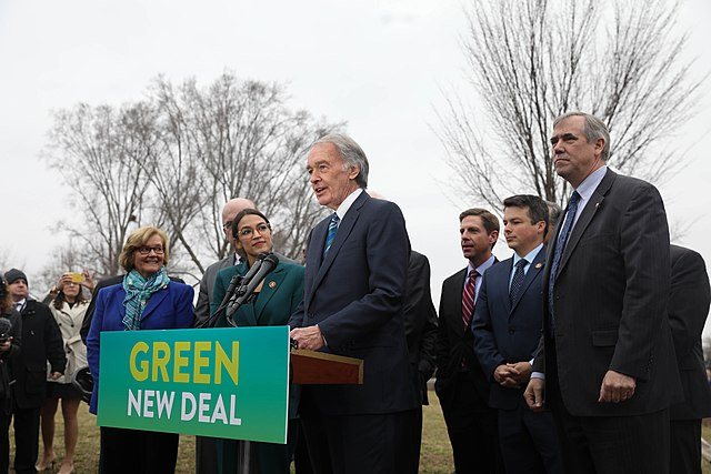 Rep.+Alexandria+Ocasio-Cortez+and+Sen.+Ed+Markey+introduced+the+Green+New+Deal+into+Congress.+Since+its+introduction%2C+it+has+faced+criticism+from+both+sides+of+the+aisle.+