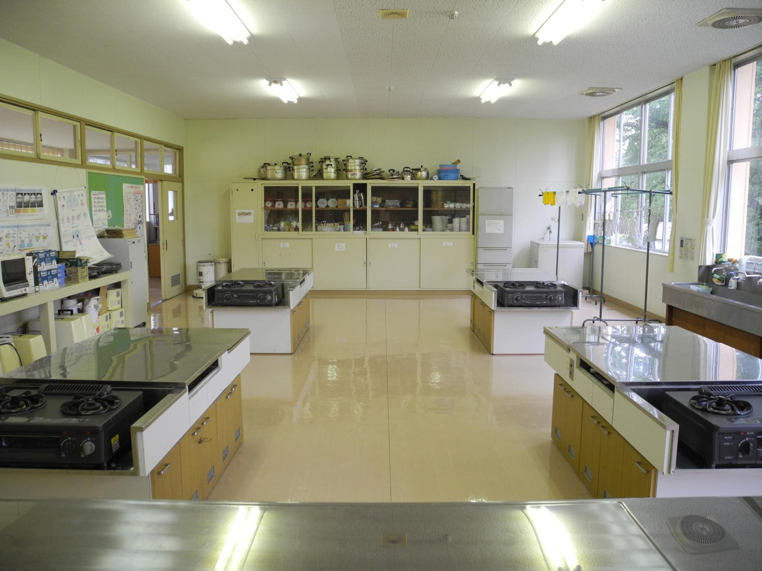 A kitchen classroom in Japan.
