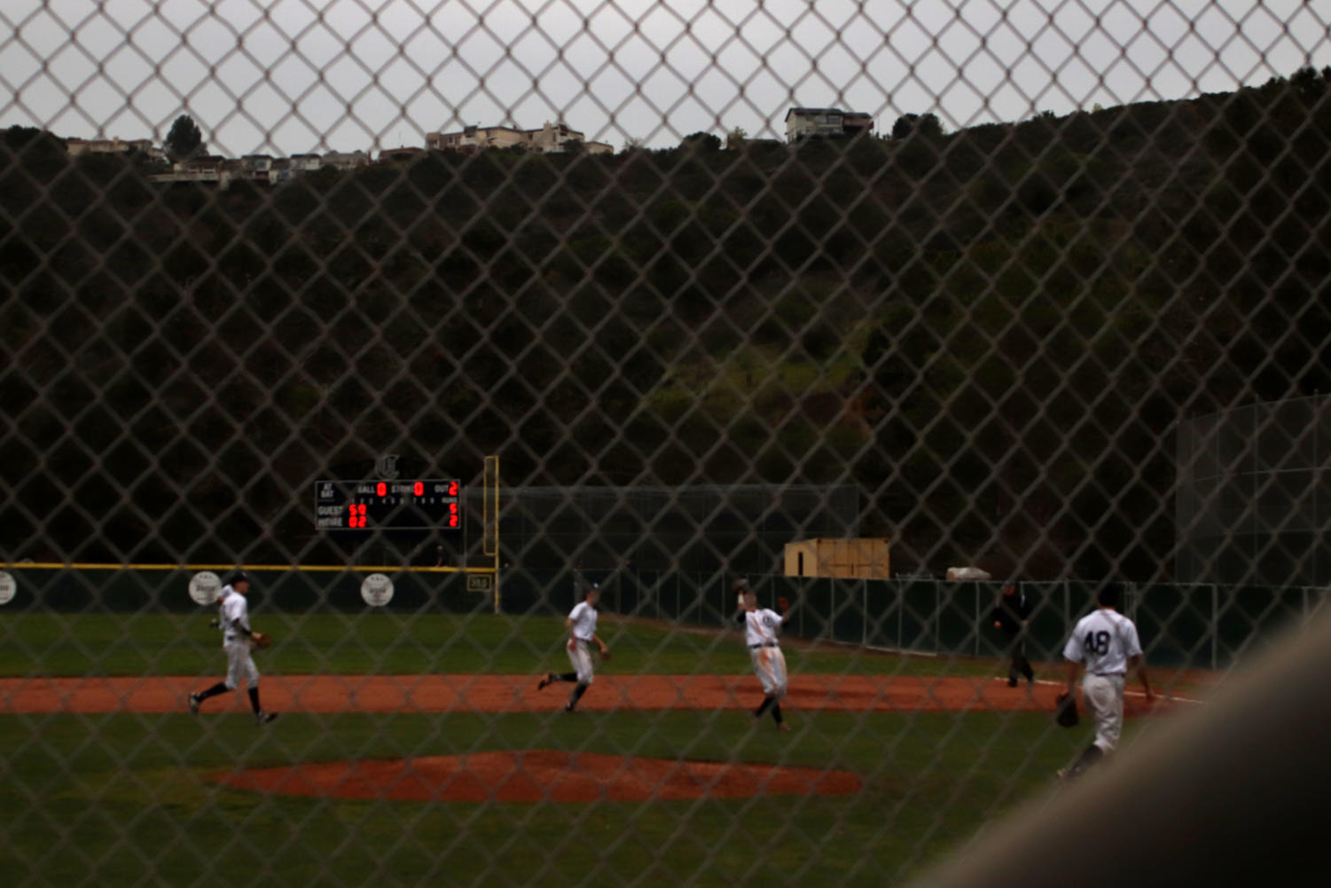 First+baseman+Croshal+catches+an+infield+fly+ball+in+the+3rd+inning.