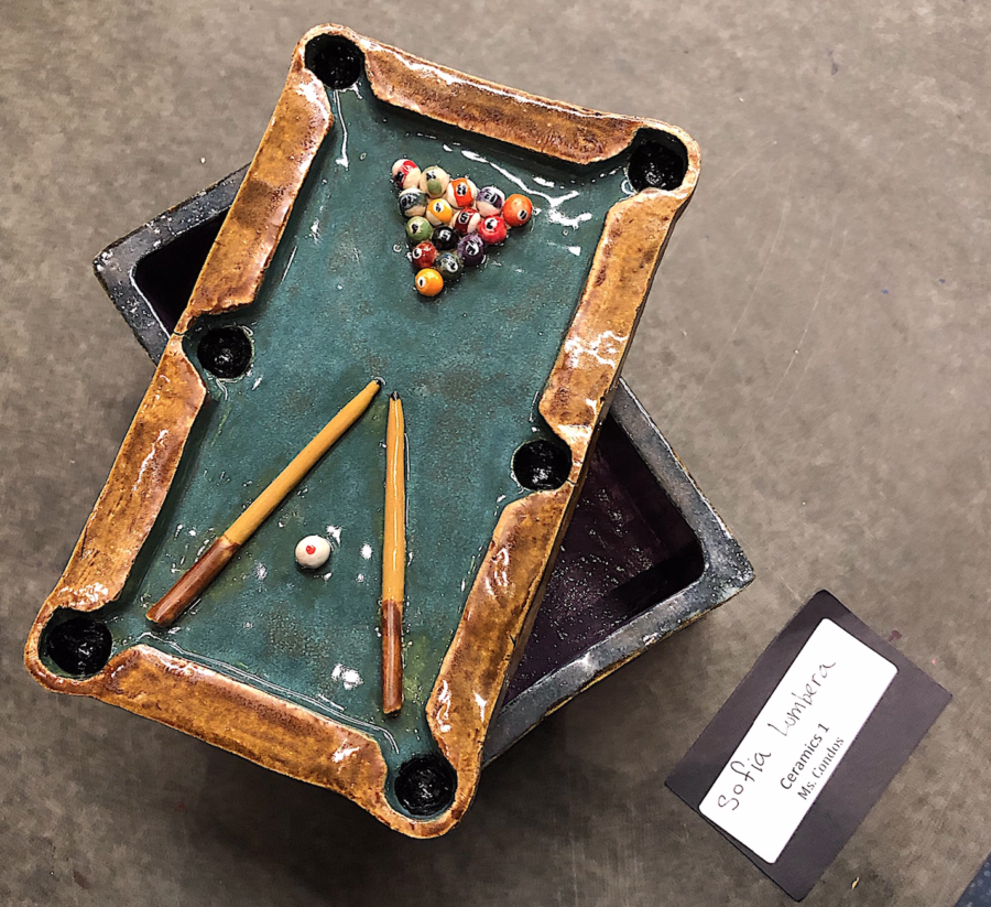 A+ceramic+box+designed+as+a+billiard+table+created+by+Sofia+Lumbera+in+Condo%27s+Ceramic+1+class.