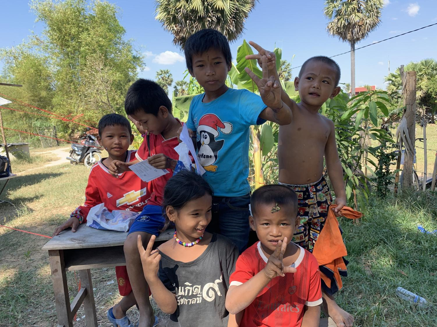 Cambodian+children+pose+for+a+silly+picture.