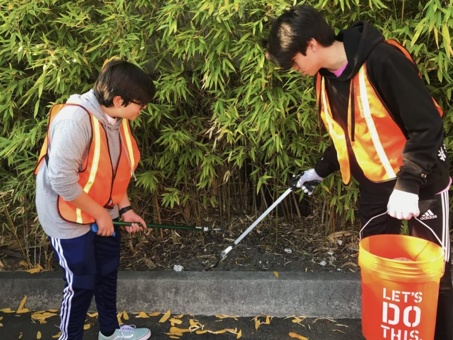 Sophomores+Eliot+Ozaki+and+Sergio+Contreras+work+together+to+successfully+clean+up+the+bushes+on+Laurel+Street.