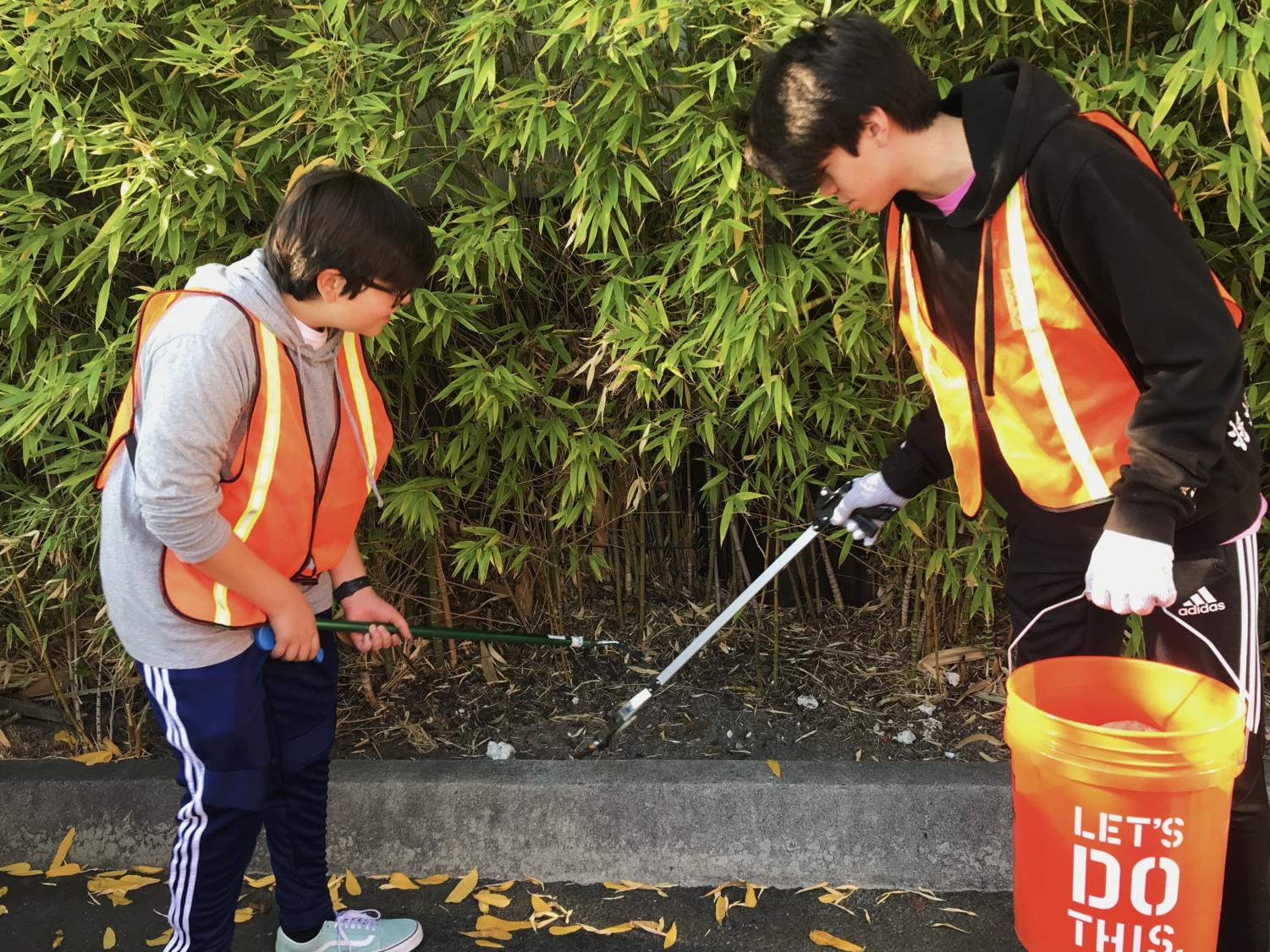 Sophomores Eliot Ozaki and Sergio Contreras work together to successfully clean up the bushes on Laurel Street.