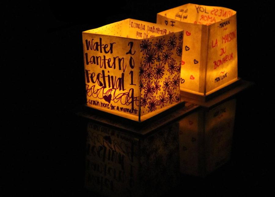 A+pair+of+water+lanterns+light+up+the+lake+at+the+San+Jose+Water+Lantern+Festival.