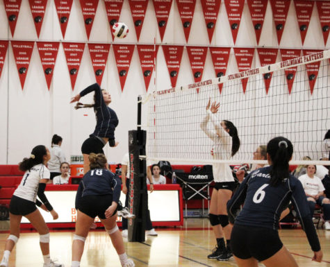 Coach-less JV girls dominate Panthers in two-set victory
