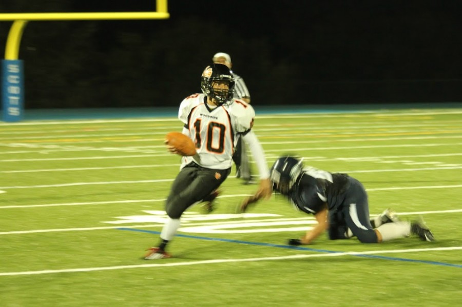 Woodside runs past Carlmont, 27-6
