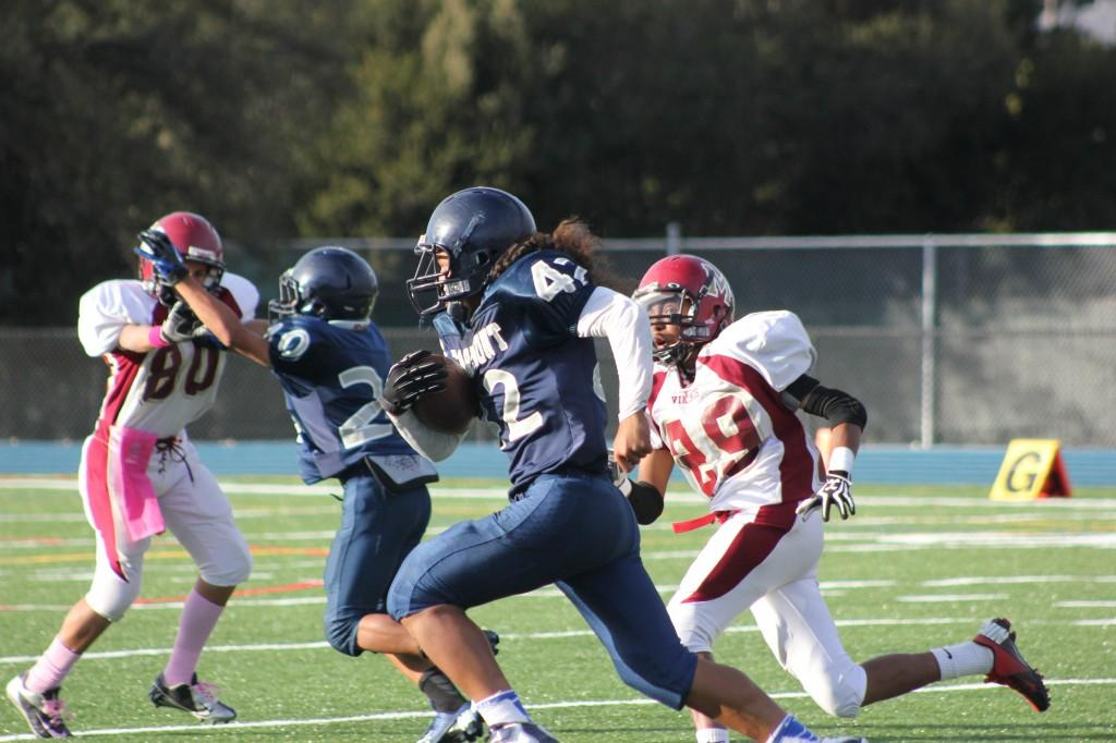 Willie Teo runs for the end zone against the Mills Vikings in a 2012-13 season game.