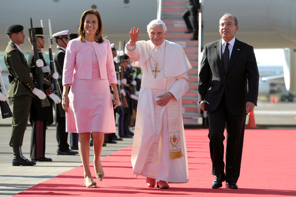 Pope Benedict XVI's arrival in Mexico