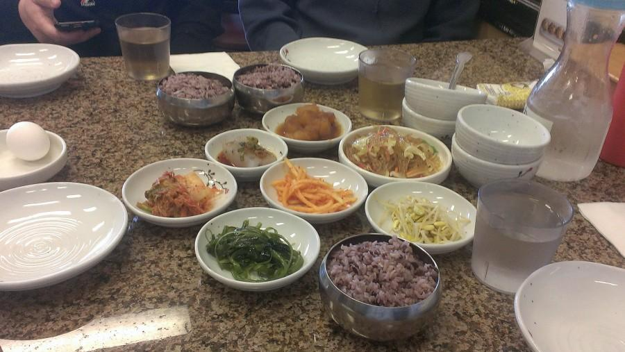 An+assortment+of+small+Korean+dishes
